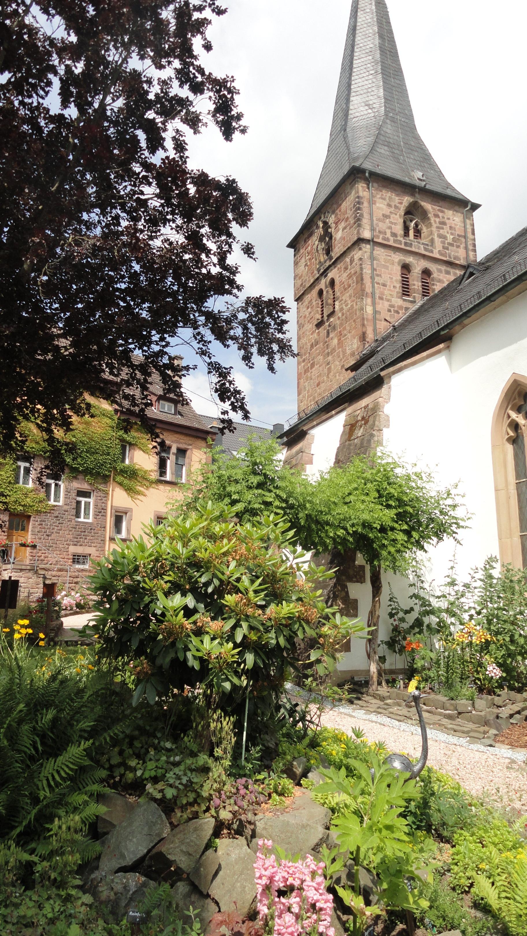 Kirche und Pfarrhaus Niederkirchen © Cora Berger