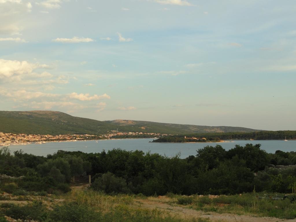Bucht Kornic auf Krk vom Hügel © Cora Berger