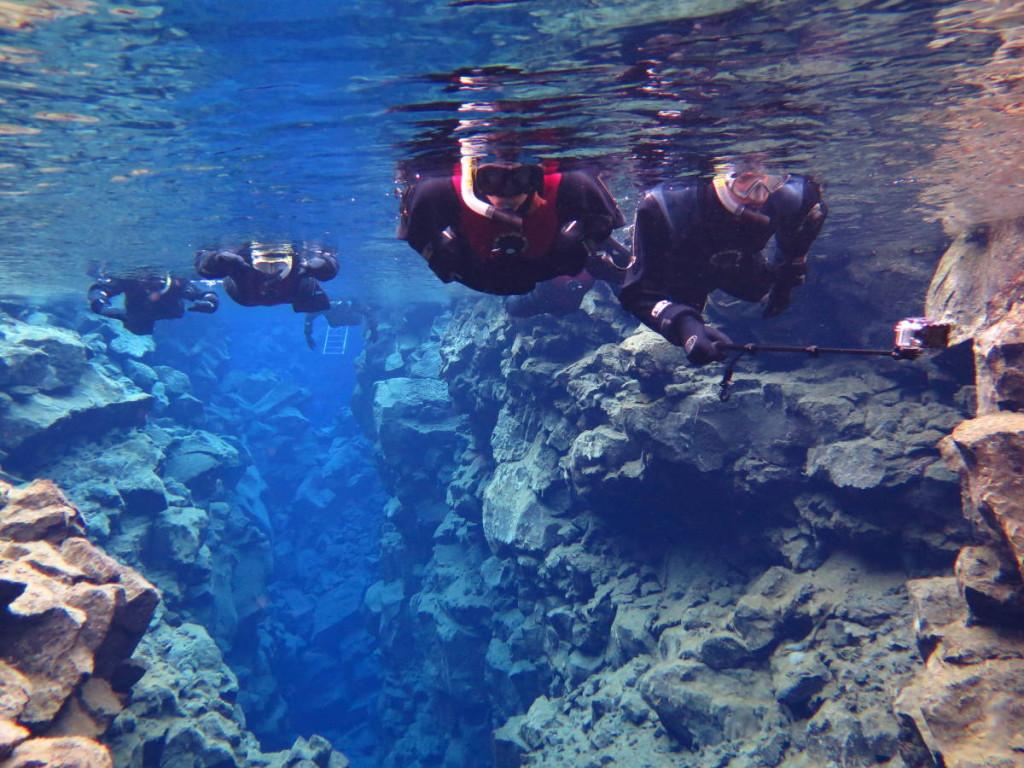 Cora & Markus unter Wasser in der Silfraspalte © dive.is