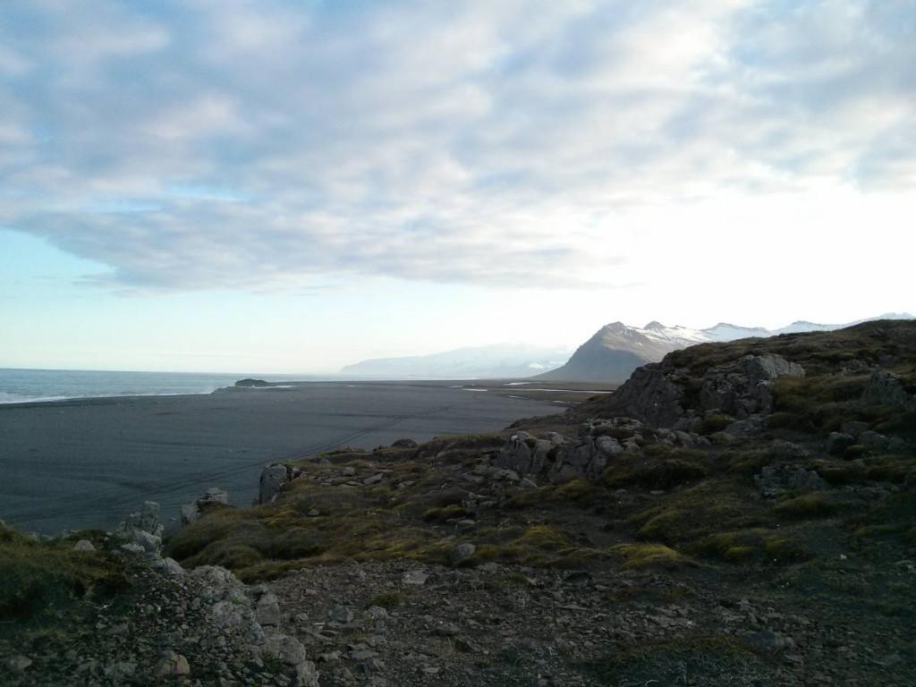 Am Strand bei Vagnsstaðir © Cora Berger