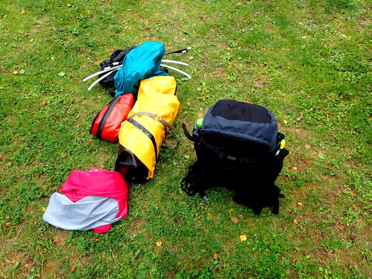 Ausrüstung Packrafting vor dem Start © Cora Berger