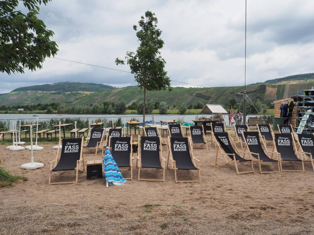 Strand Liegstühle am Triolago © Cora Berger