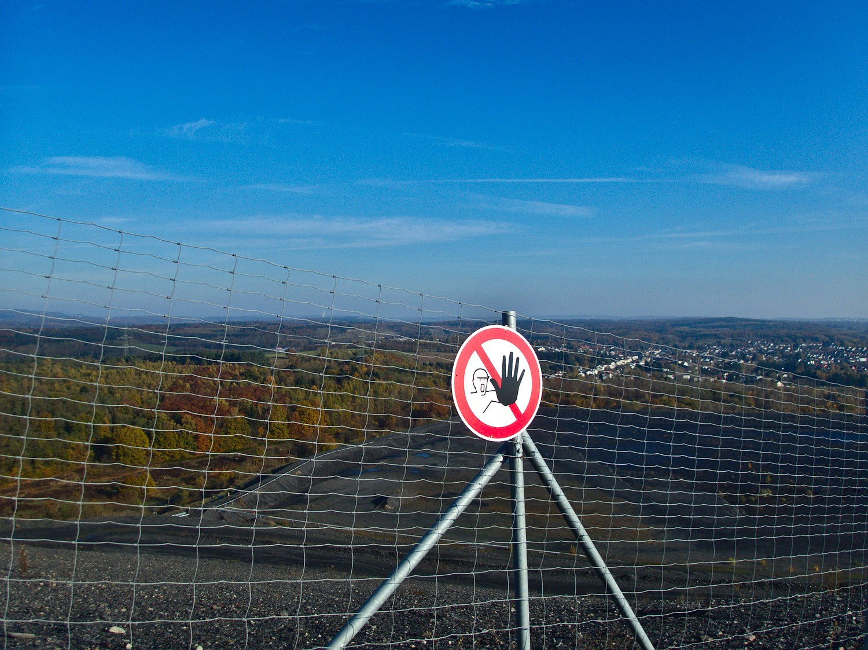 Warnschild am Aufgang zur Halde Duhamel © Cora Berger