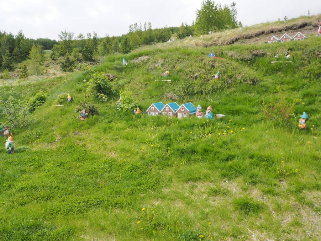 Elfenhäuser an der Elfengalerie bei Akureyri © Cora Berger | greenshapedheart.de