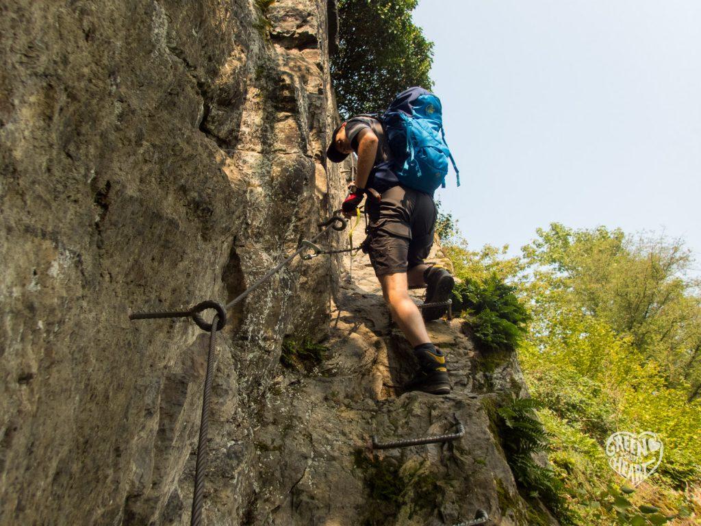 Der Herzmann auf dem Weg nach oben, Traumschleife Mittelrhein-Klettersteig © Cora Berger | greenshapedheart.de