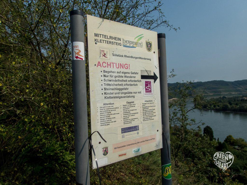 Schild am Einstieg zur Klettervariante Mittelrhein-Klettersteig © Cora Berger | greenshapedheart.de