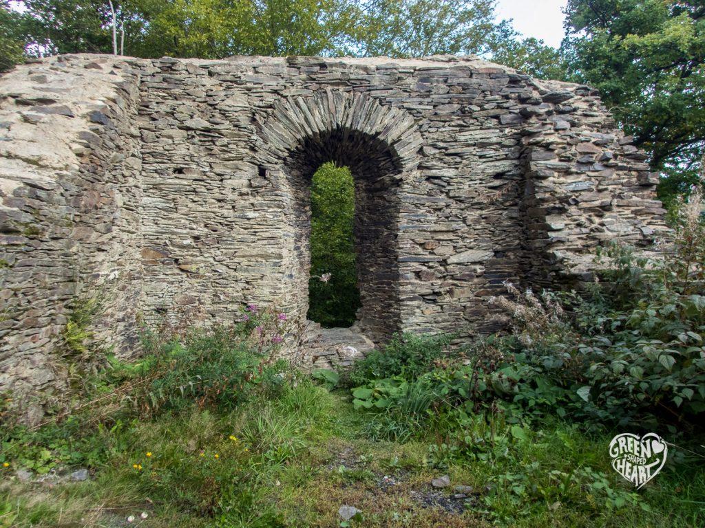 Ruine Hellkirch auf der Traumschleife Hahnenbachtaltour © Cora Berger | greenshapedheart.de
